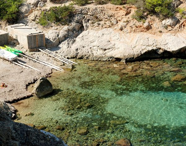 ibizadvisor_-_beach_-_port_sant_miquel_what_to_do_Calo_des_Moltons_
